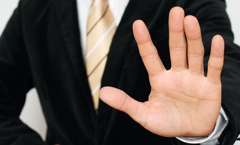 男性ビジネスマンの手